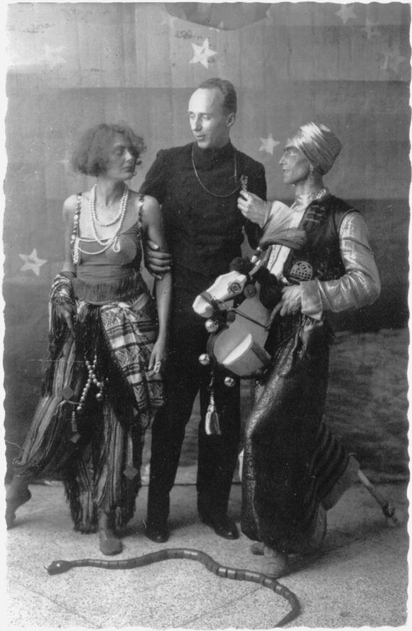 Hans Leip auf einem Hamburger Künstlerfest in den 1920er Jahren.