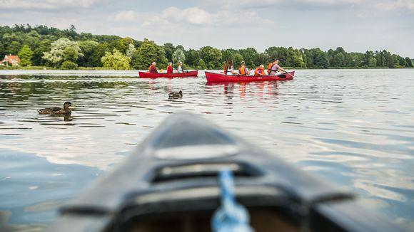 Die abendlichen Kanutouren werden von einem erfahrenen Guide über Malenter Seen und Flüsse geführt. Die Route wird individuell festgelegt.