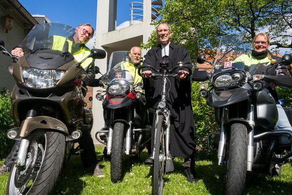 Startklar fürs Cruizing zum Motorradgottesdienst: Michael Szelinski, Gerd Kühl, Horst-Uwe Kraupner und Bibi Kühl (v. l.)